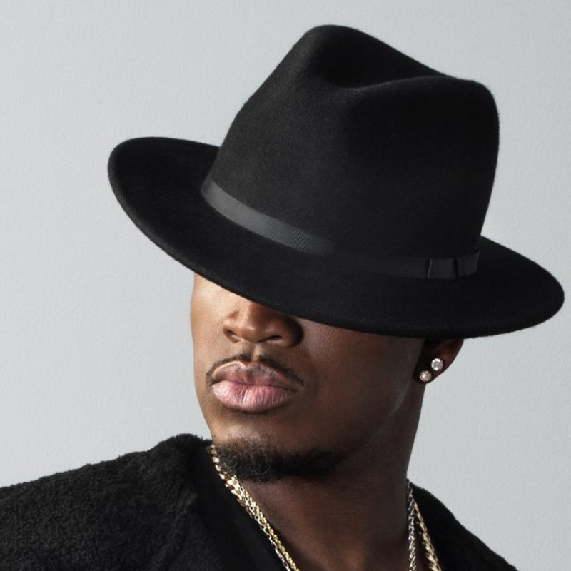 Karriere Smith machte sich in seinen Anfangsjahren vor allem als Songwriter einen Namen schrieb und komponierte zahlreiche Titel für Interpreten wie Mary J Blige