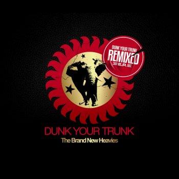 Testi Dunk Your Trunk Remixed