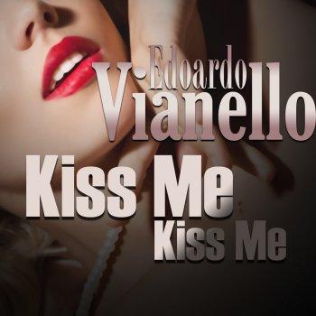 Testi Kiss Me Kiss Me