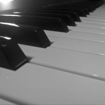 Testi June Piano