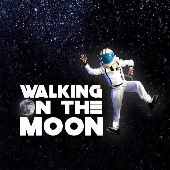 Testi Walking on the Moon