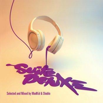 Testi Suite Deluxe Anthem (feat. Ensi, Ghemon, Biggie Bash)