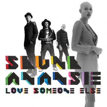 Testi Love Someone Else - Single