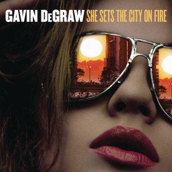Testi She Sets the City on Fire